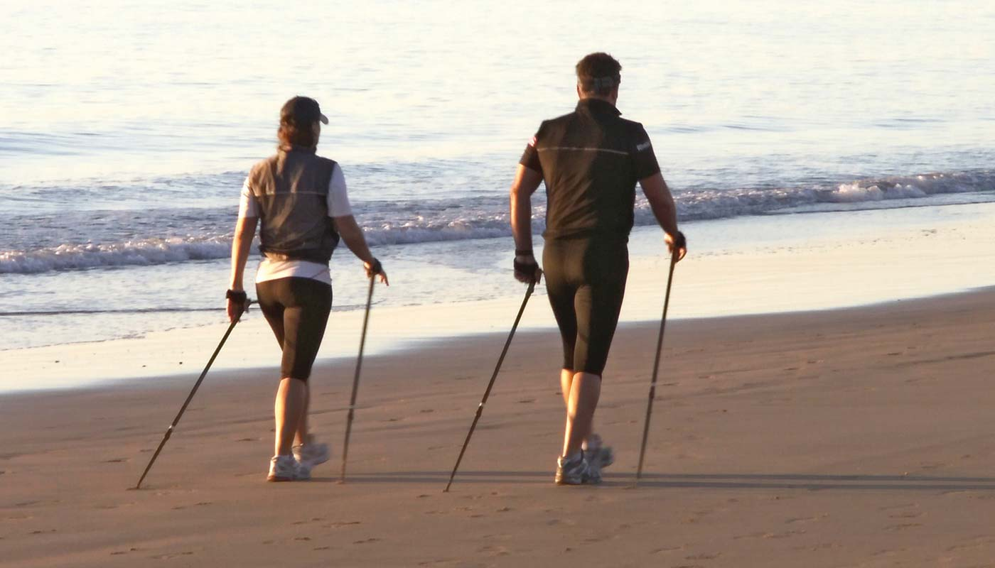 Nordic walking am Ostseestrand