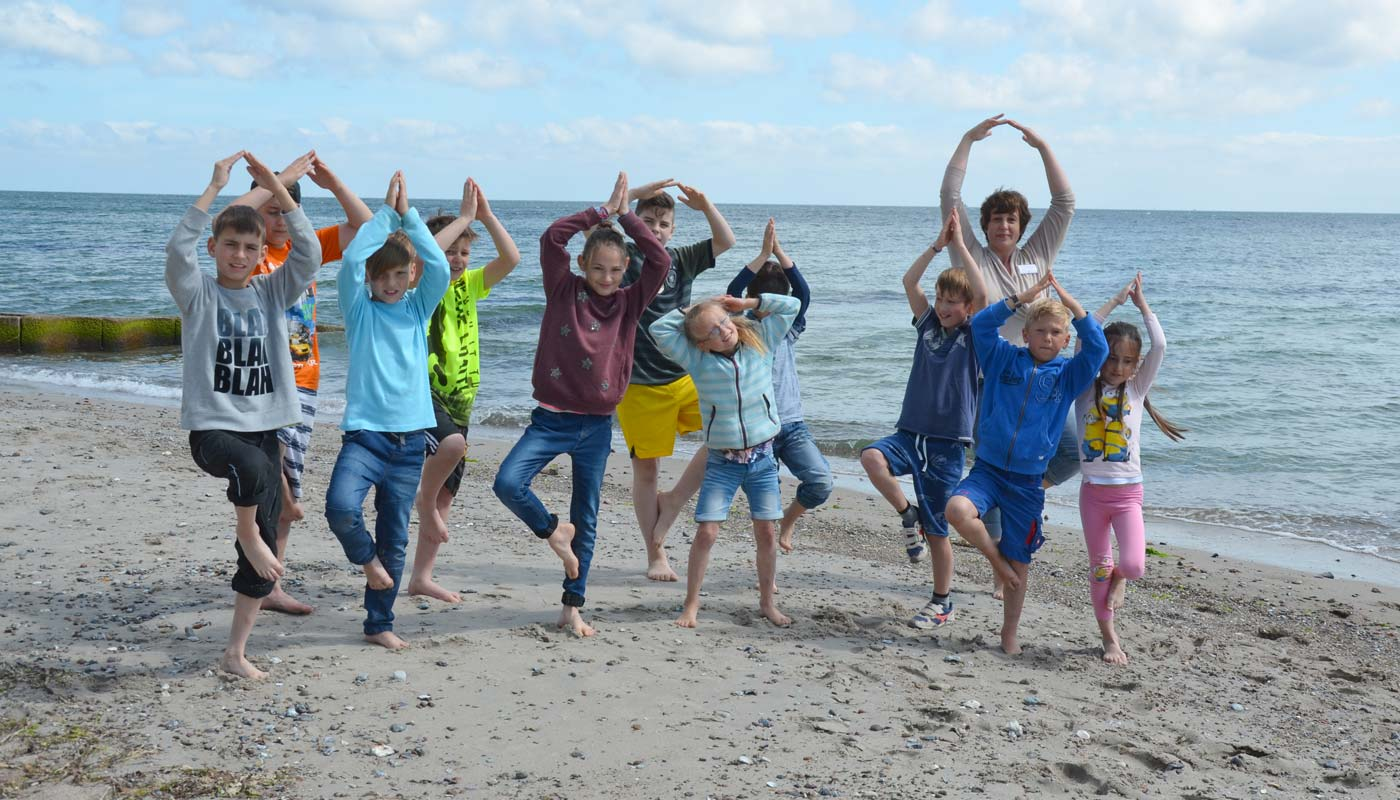 Kinderyoga am Strand